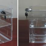 pojemnik z plexi z przegrodą zamykany na kluczyk
